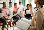 3 Reasons To Go For Professional Singing Lessons